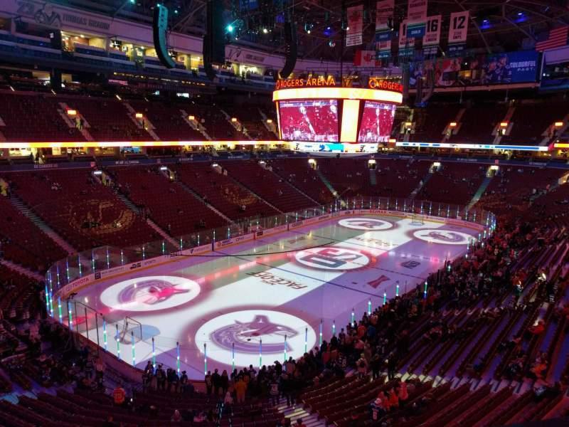 Vista sentada para Rogers Arena Secção 327 Fila 3 Lugar 107