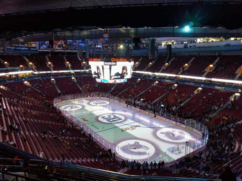 Vista sentada para Rogers Arena Secção 303 Fila 13 Lugar 108