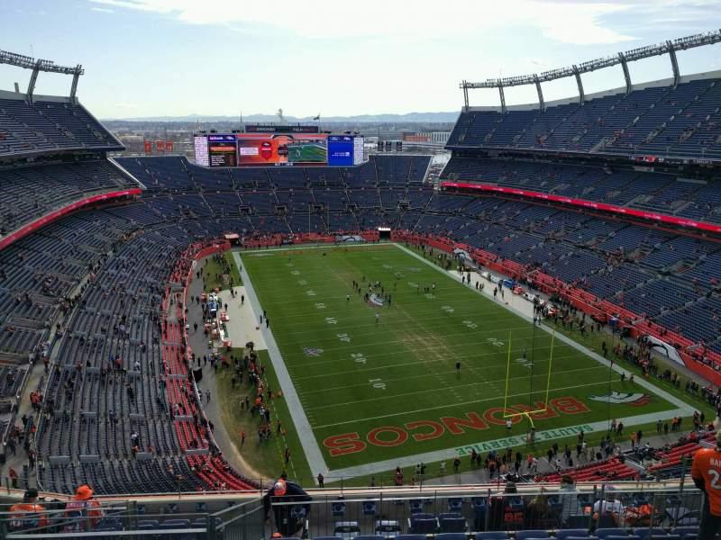 Vista sentada para Empower Field at Mile High Stadium Secção 524 Fila 11 Lugar 10