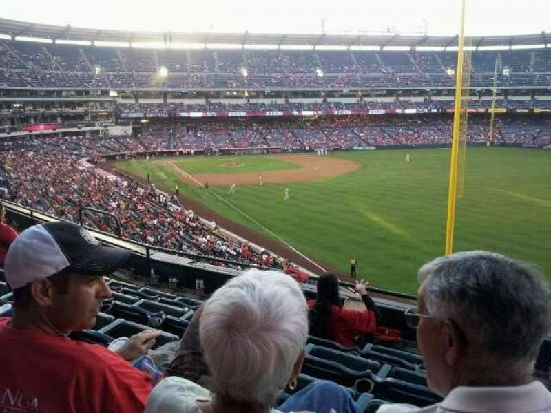 Vista sentada para Angel Stadium Secção 348 Fila E Lugar 12