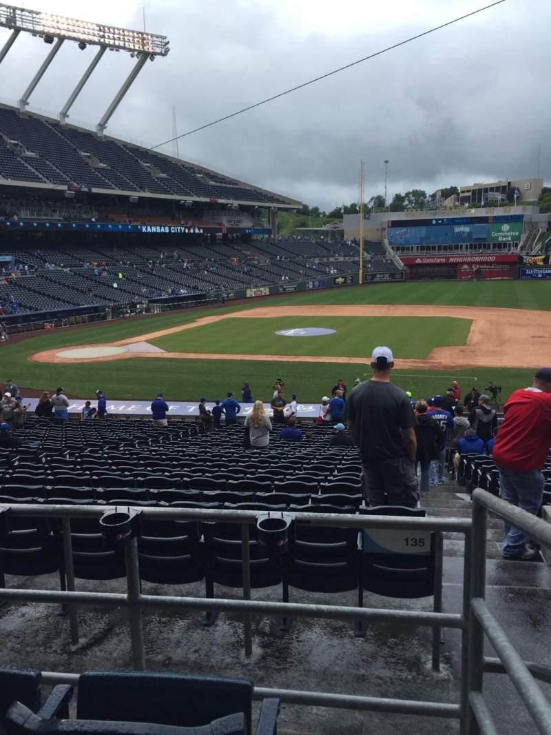 Vista sentada para Kauffman Stadium Secção 234 Fila Cc Lugar 23