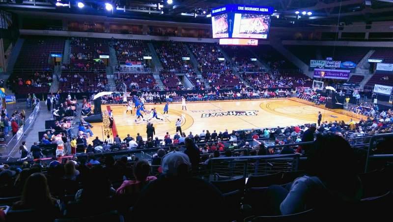 Vista sentada para Erie Insurance Arena Secção 202 Fila X Lugar 7