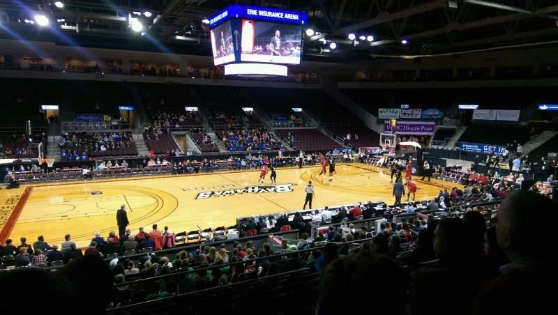 Vista sentada para Erie Insurance Arena Secção 203 Fila S Lugar 14