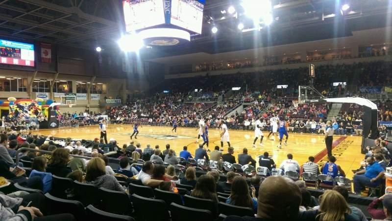Vista sentada para Erie Insurance Arena Secção 106 Fila H Lugar 5