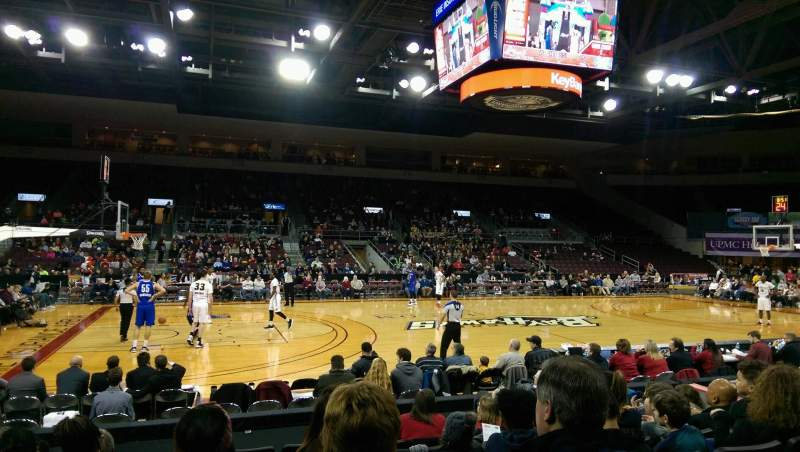 Vista sentada para Erie Insurance Arena Secção 103 Fila H Lugar 9