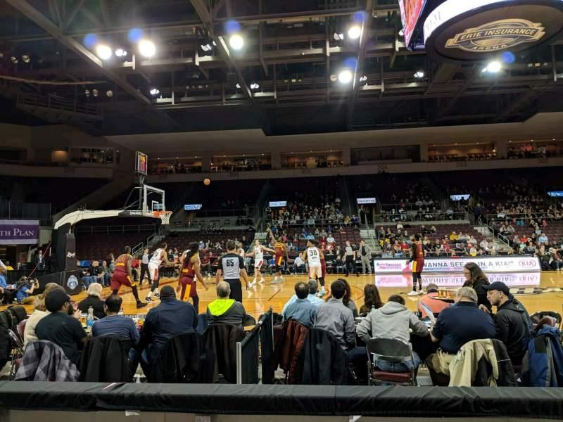 Vista sentada para Erie Insurance Arena Secção 118 Fila C Lugar 5