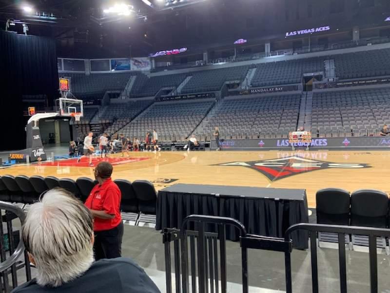 Vista sentada para Michelob Ultra Arena Secção 107 Fila B Lugar 2