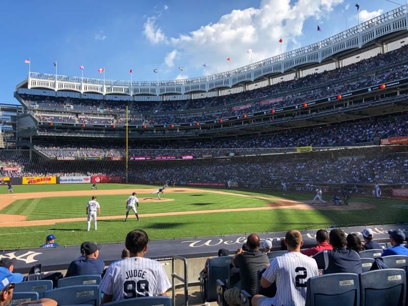 Vista sentada para Yankee Stadium Secção 124 Fila 1 Lugar 11