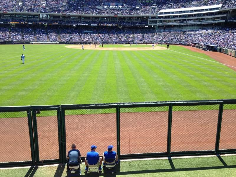 Vista sentada para Kauffman Stadium Secção 105 Fila A Lugar 1,2