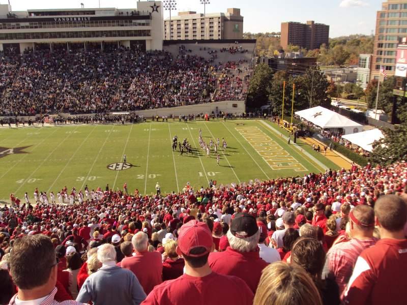 Vista sentada para Vanderbilt Stadium Secção u Fila 56 Lugar 15-16