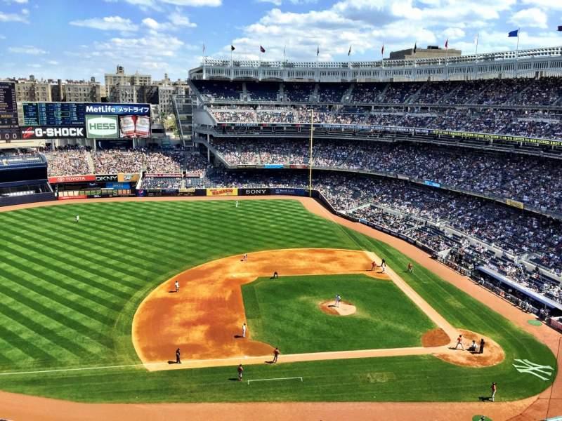 Vista sentada para Yankee Stadium Secção 425 Fila 2 Lugar 1