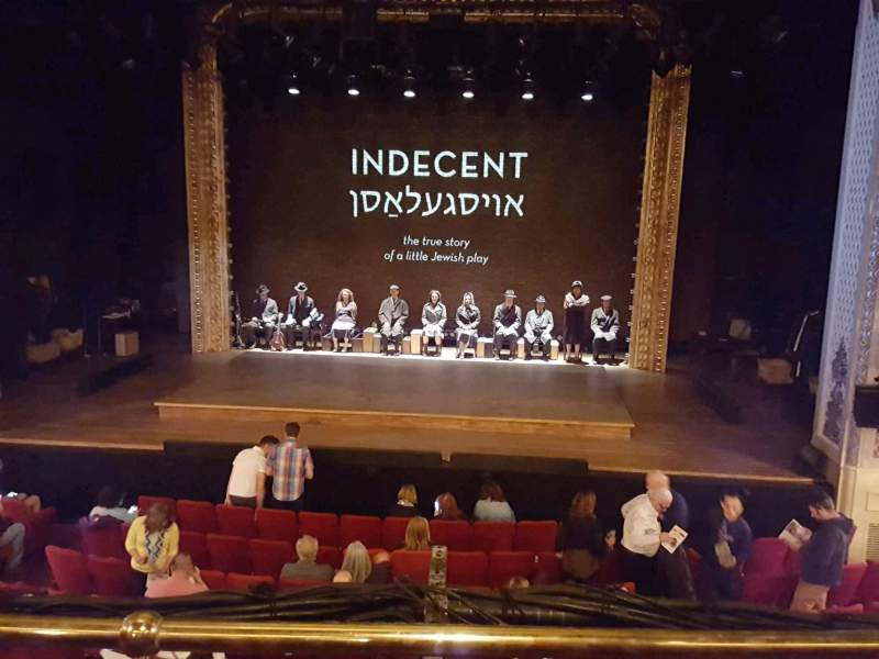 Vista sentada para Cort Theatre Secção Mezzanine C Fila B Lugar 110