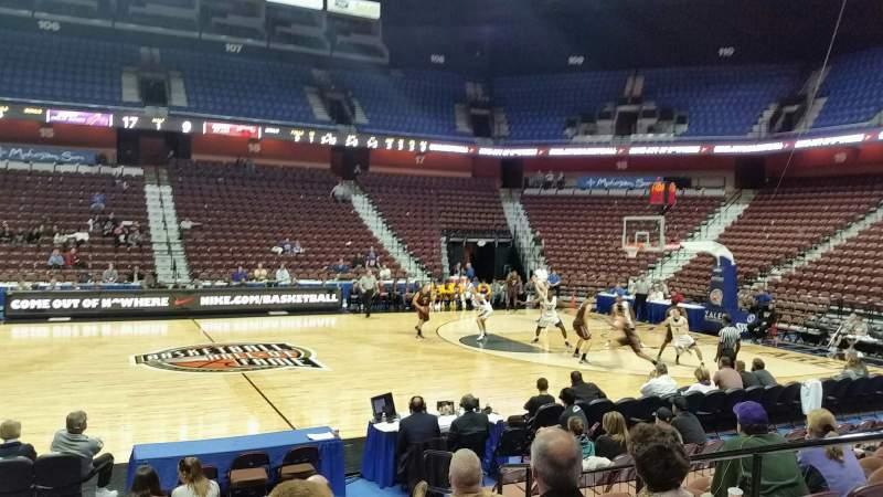 Vista sentada para Mohegan Sun Arena Secção 25 Fila I Lugar 5