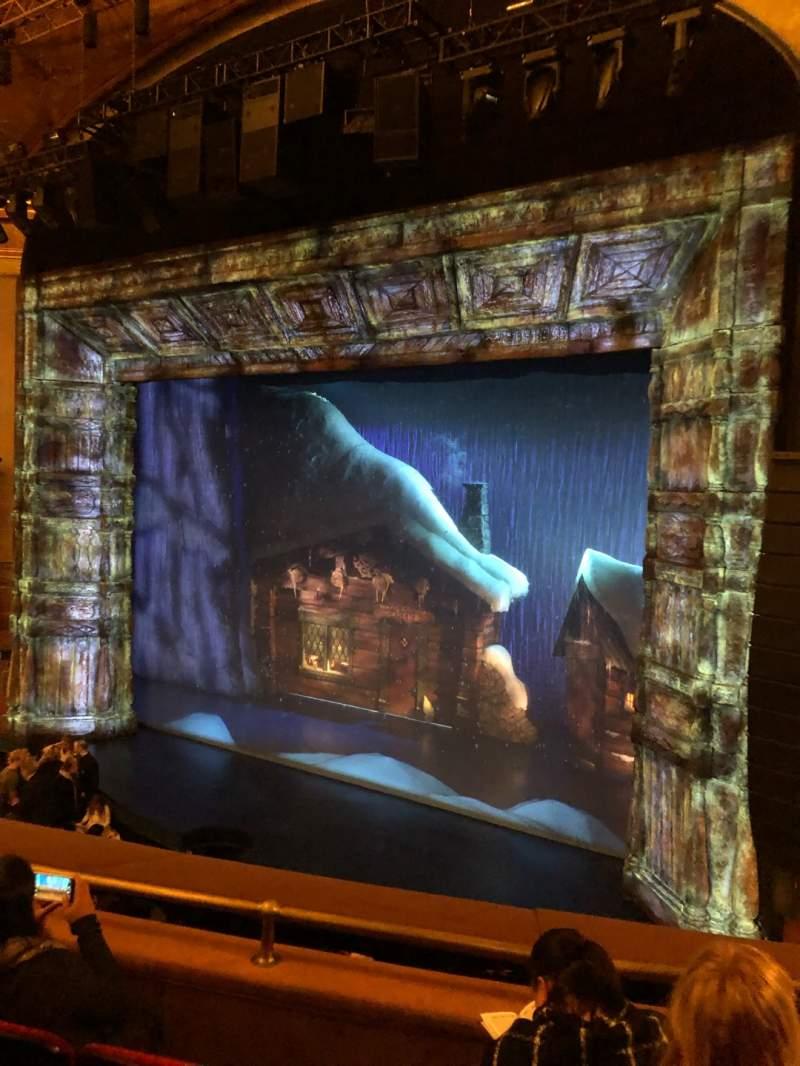 Vista sentada para St. James Theatre Secção Mezzanine R Fila D Lugar 18