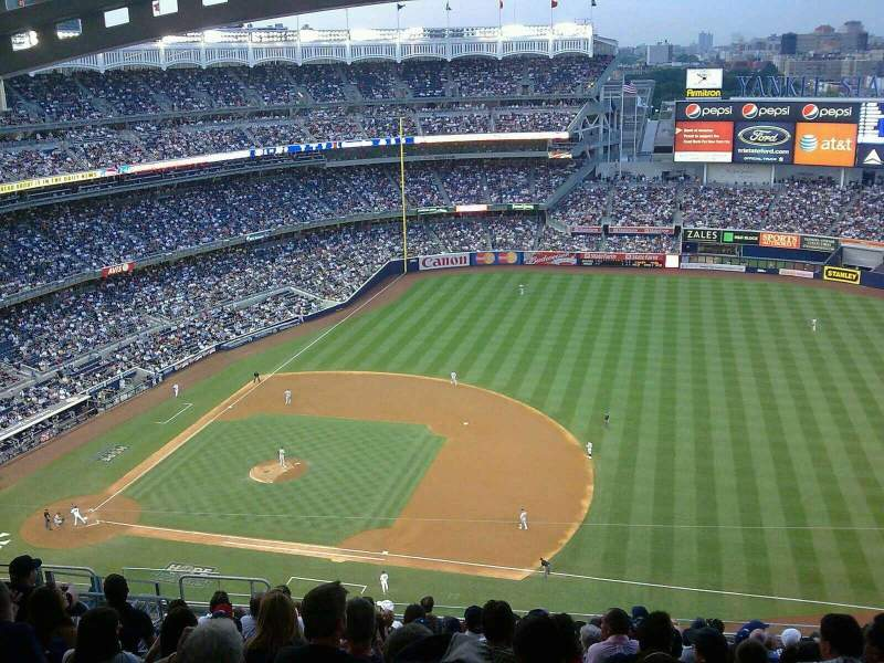 Vista sentada para Yankee Stadium Secção 414 Fila 14 Lugar 20