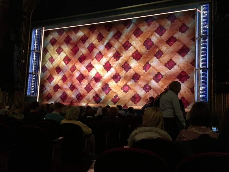 Vista sentada para Brooks Atkinson Theatre Secção Orchestra R Fila K Lugar 4