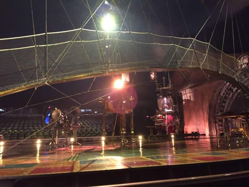 Vista sentada para Cirque Du Soleil Secção 104 Fila AA Lugar 1