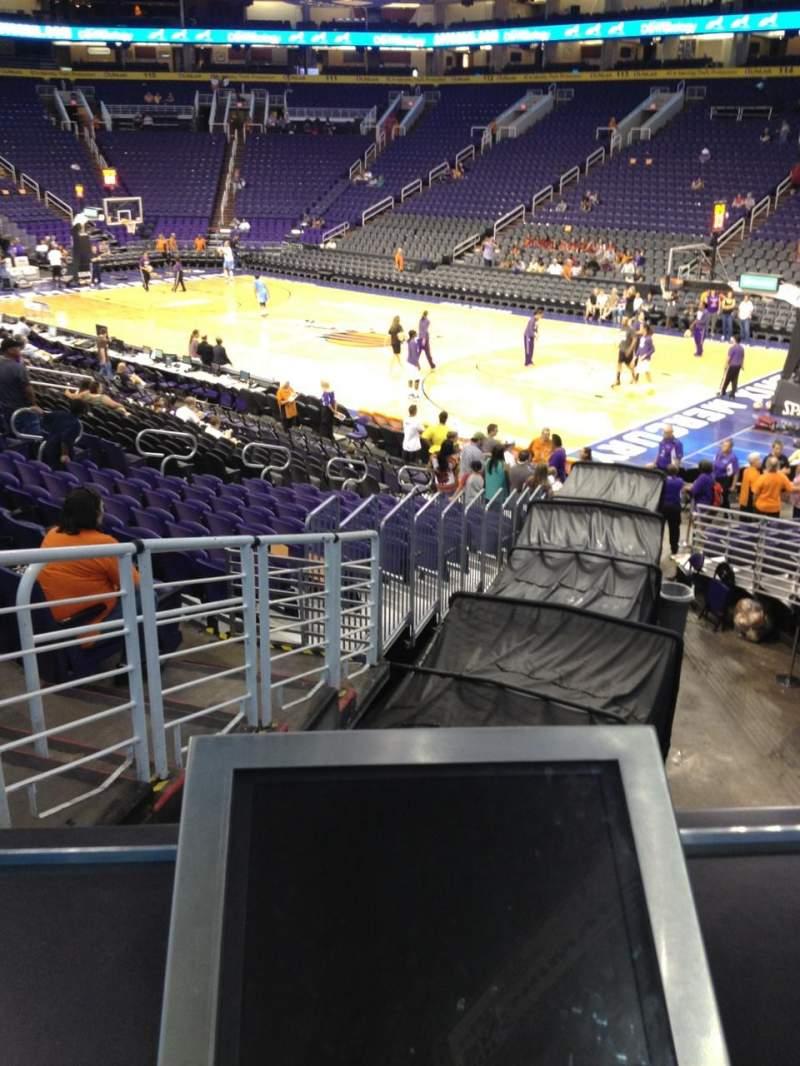 Vista sentada para PHX Arena Secção 124 Fila R3 Lugar 1