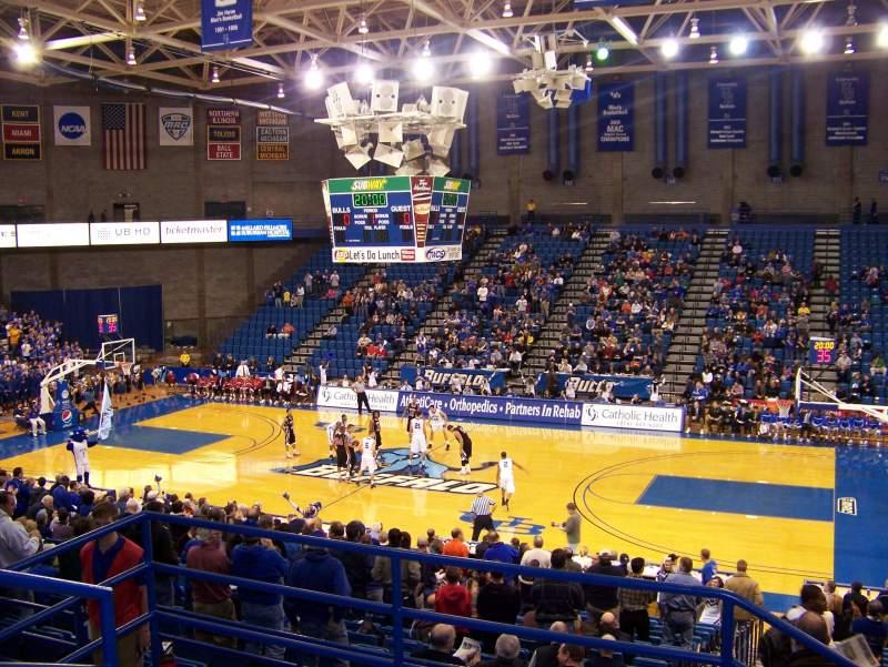 Vista sentada para Alumni Arena (University at Buffalo) Secção 202 Fila D Lugar 14
