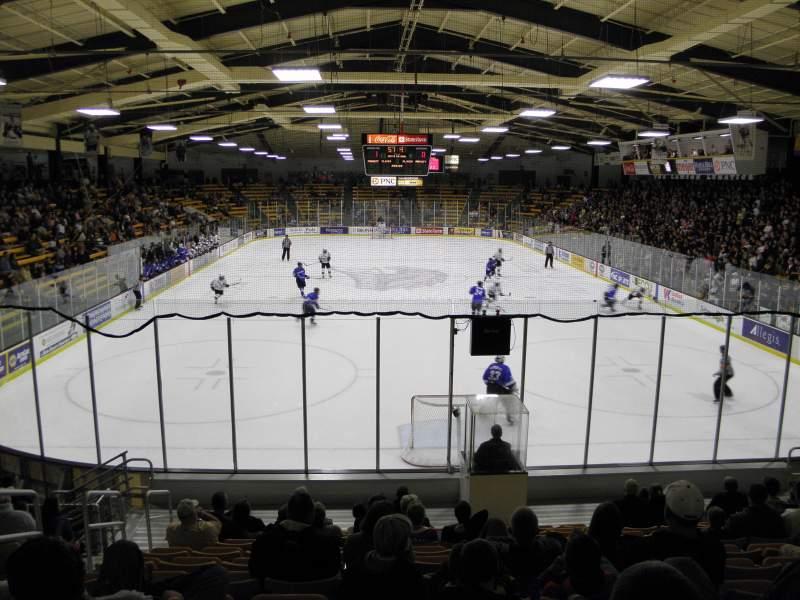 Vista sentada para Lawson Ice Arena Secção 24 Fila 11 Lugar 25