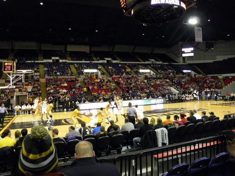 Vista sentada para UW-Milwaukee Panther Arena Secção 210 Fila 1 Lugar 1
