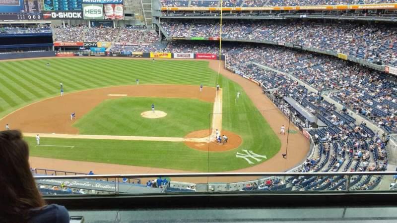 Vista sentada para Yankee Stadium Secção Suite 43 Fila B Lugar 2