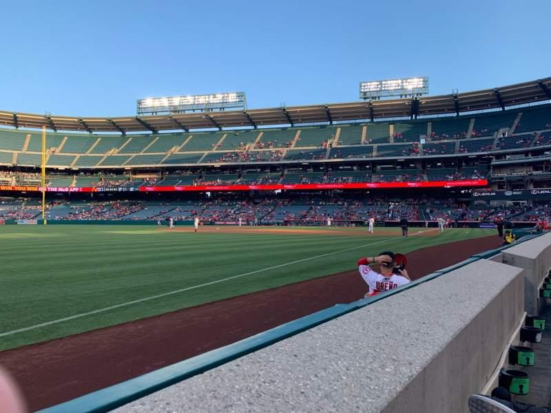 Vista sentada para Angel Stadium Secção 106 Fila A Lugar 11