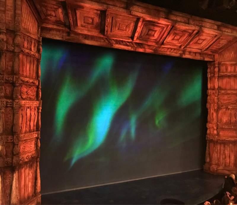 Vista sentada para St. James Theatre Secção Mezzanine L Fila B Lugar 11