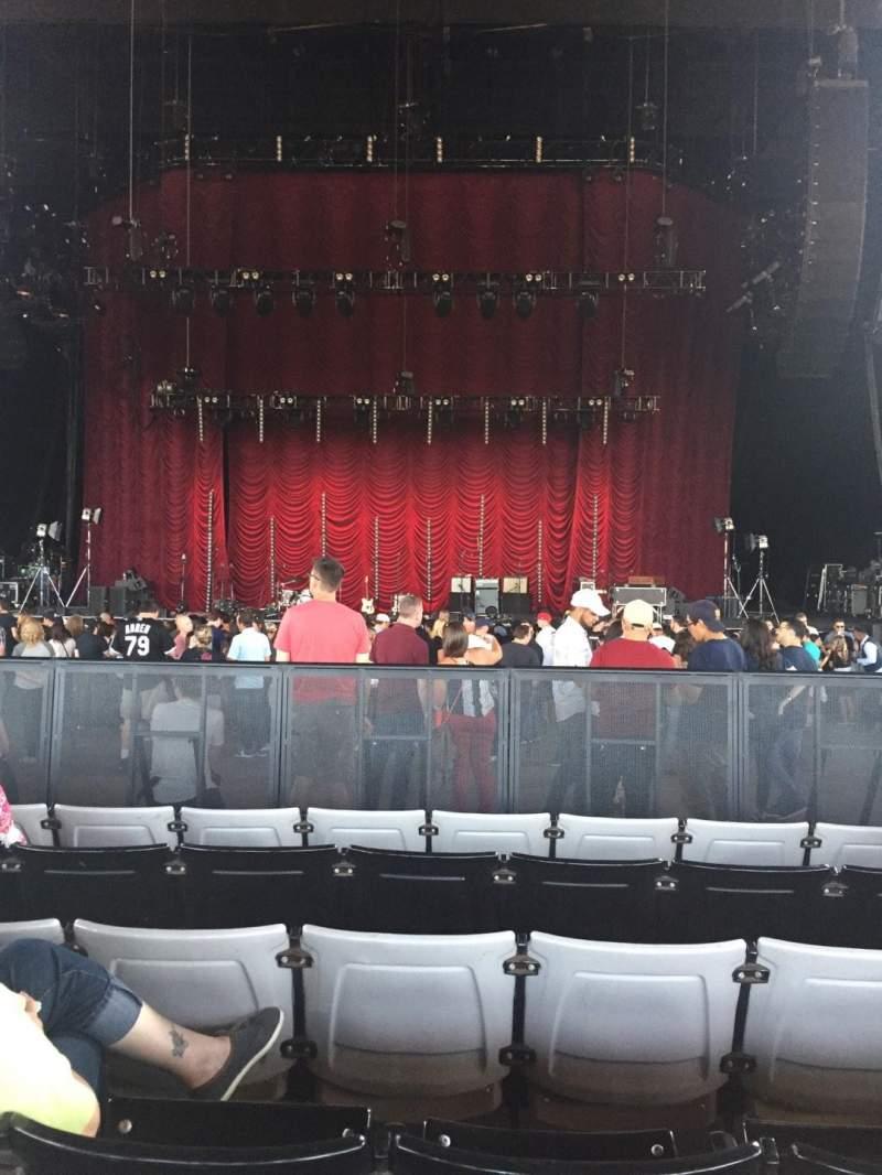 Vista sentada para Hollywood Casino Amphitheatre (Tinley Park) Secção 103 Fila X Lugar 18