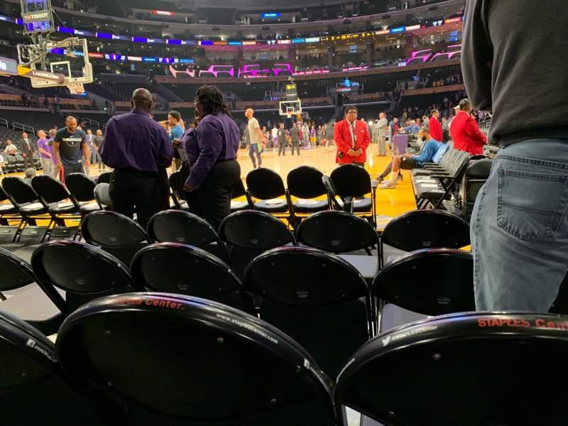 Vista sentada para Staples Center Secção 105 Fila D Lugar 3