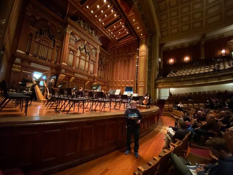 Vista sentada para Jordan Hall at the New England Conservatory  Secção Orchestra Left Fila N Lugar 7