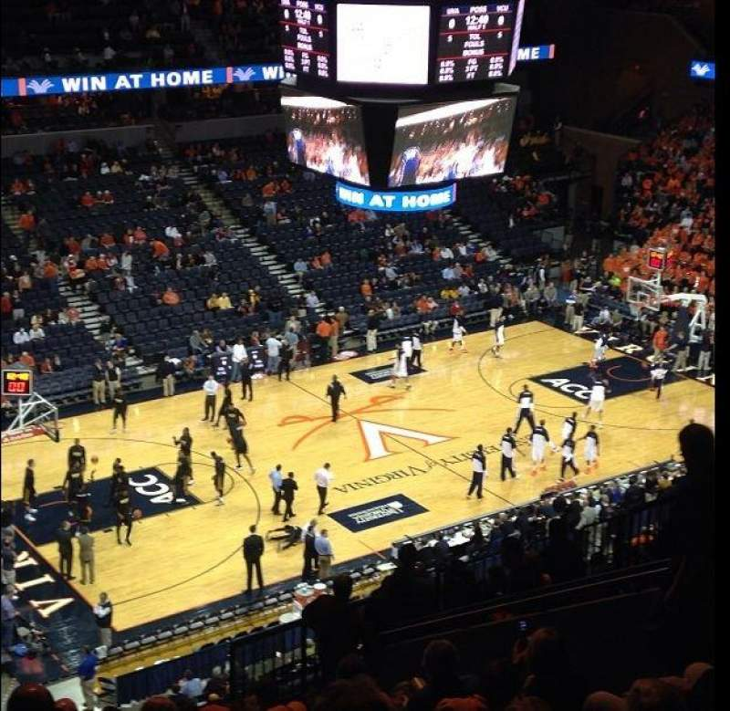 Vista sentada para John Paul Jones Arena Secção 305 Fila R Lugar 12