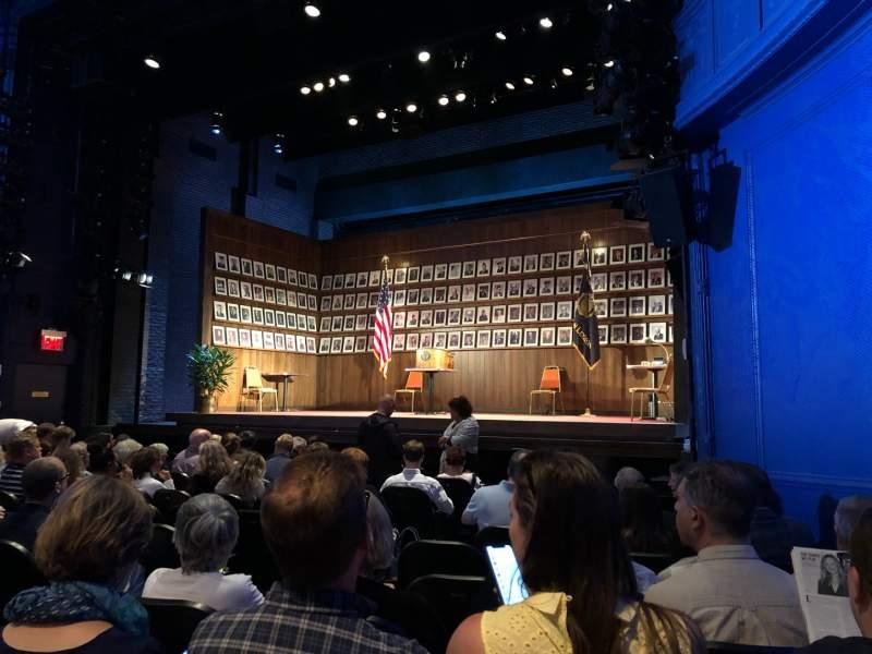 Vista sentada para Hayes Theater Secção Orchestra R Fila L Lugar 10