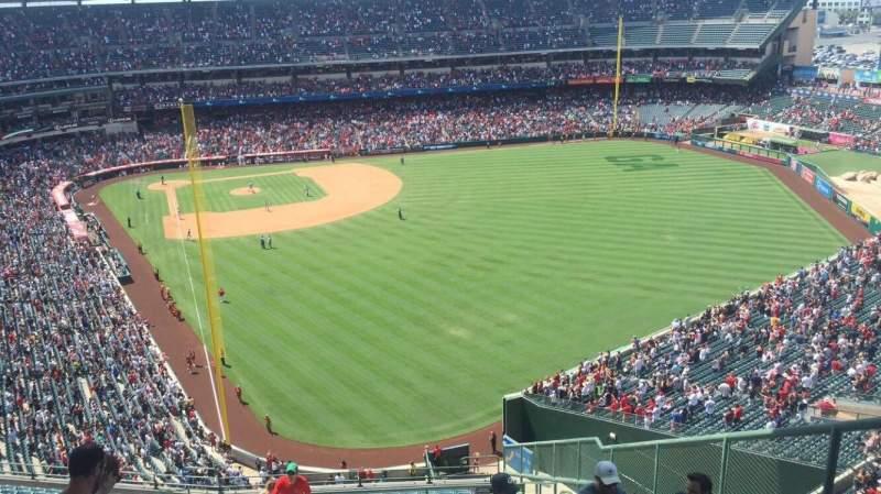 Vista sentada para Angel Stadium Secção V540 Fila N Lugar 4