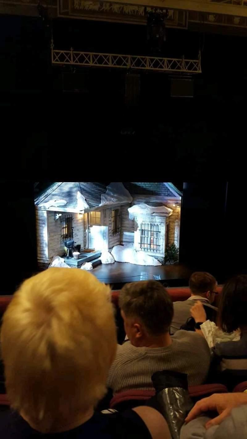 Vista sentada para Broadhurst Theatre Secção Mezzanine C Fila D Lugar 102