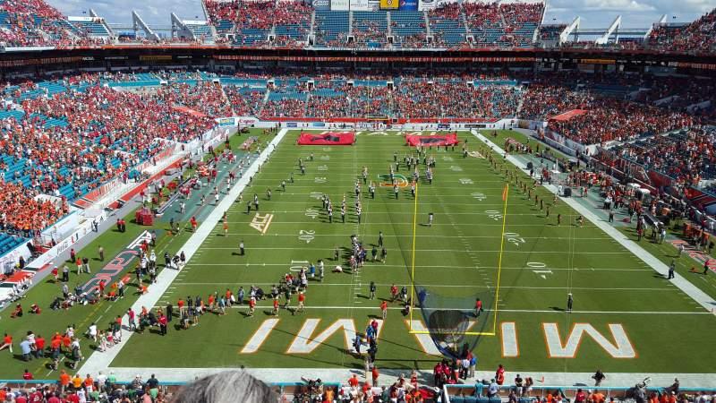 Vista sentada para Hard Rock Stadium Secção 305 Fila 2 Lugar 4