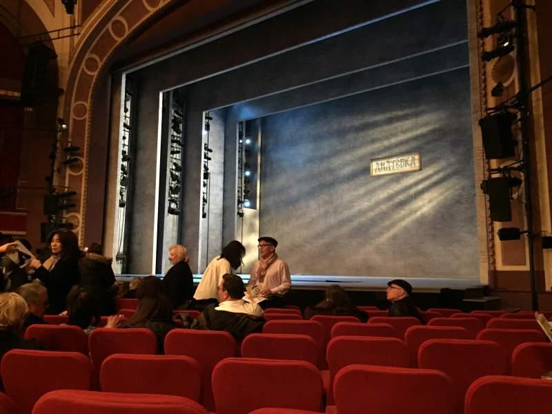 Vista sentada para Broadway Theatre - 53rd Street Secção Orchestra R Fila L Lugar 19