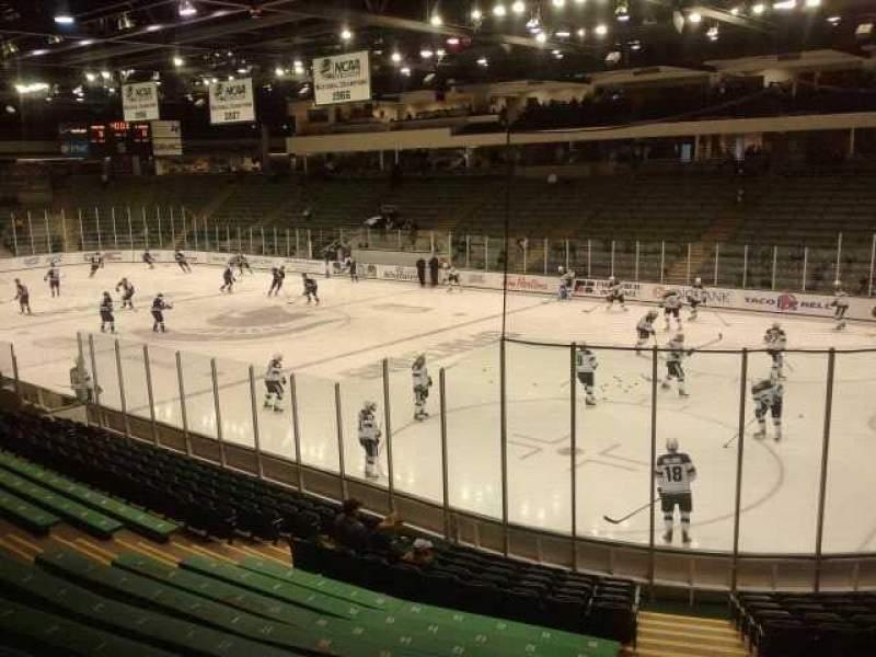 Vista sentada para Munn Ice Arena Secção h Fila 15 Lugar 4