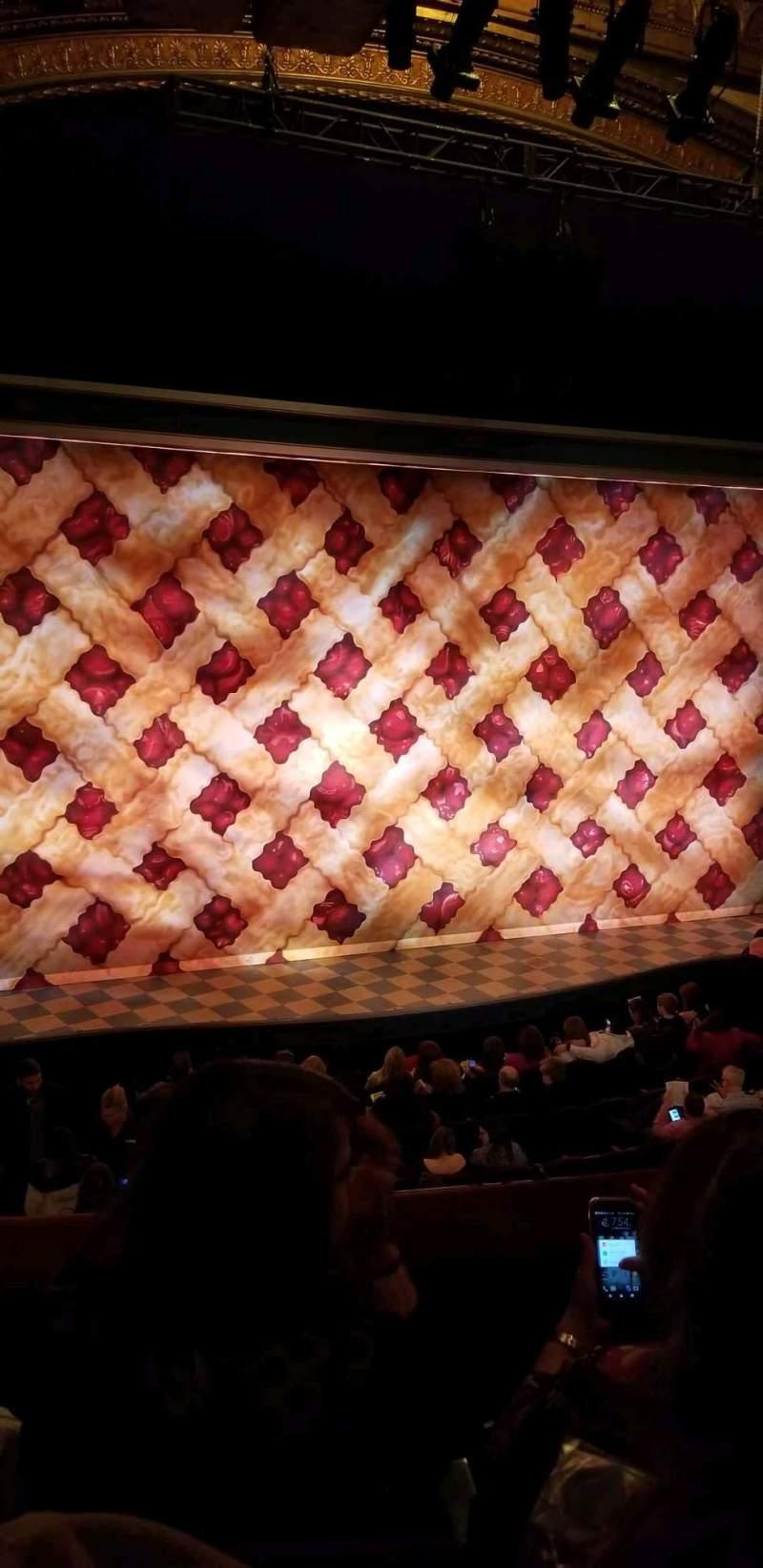 Vista sentada para Brooks Atkinson Theatre Secção Front Mezzanine L Fila C Lugar 5