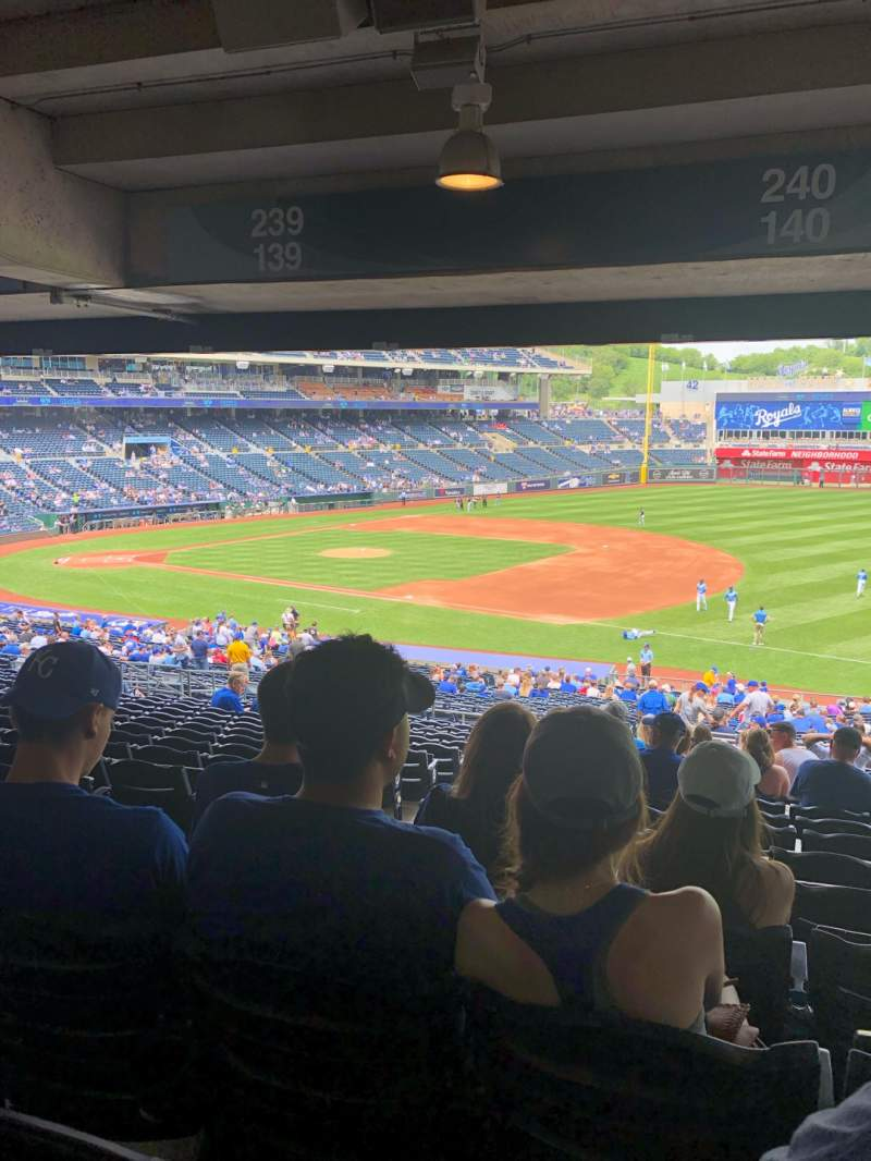 Vista sentada para Kauffman Stadium Secção 240 Fila TT Lugar 3