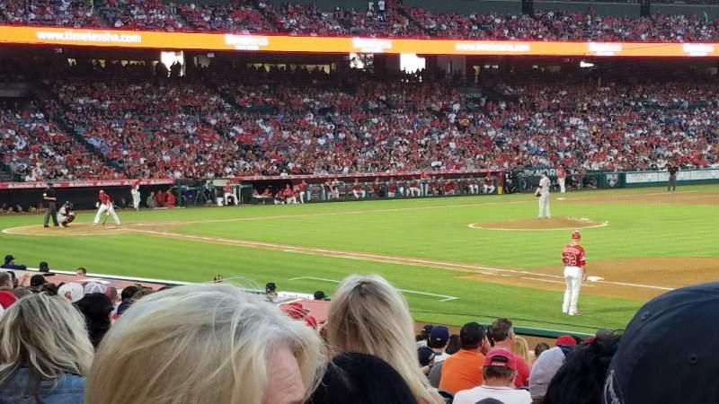 Vista sentada para Angel Stadium Secção 127 Fila R Lugar 9