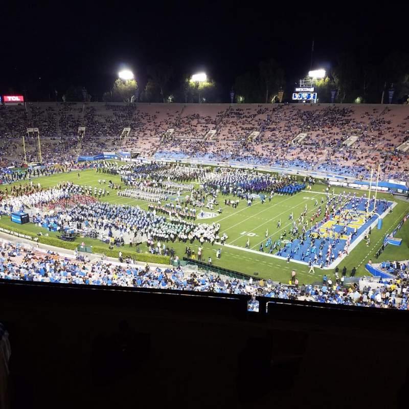 Vista sentada para Rose Bowl Secção Club E202 Fila B Lugar 3