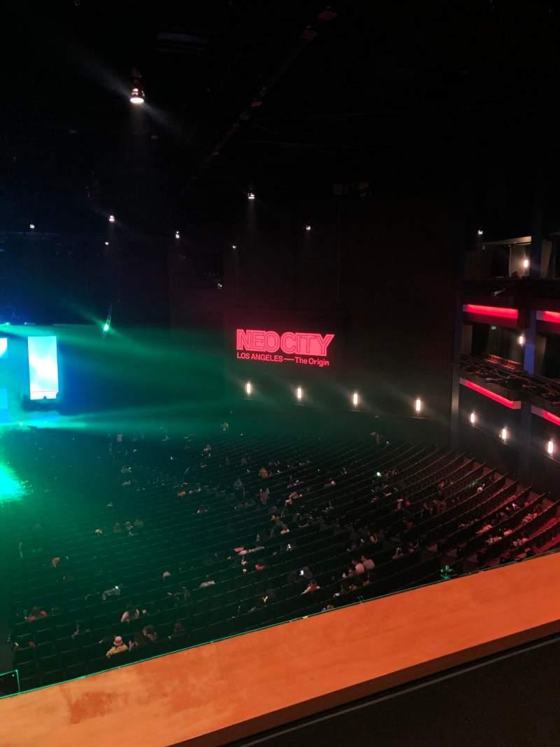 Vista sentada para Microsoft Theater Secção Upper Mezz Center Left Fila B Lugar 214