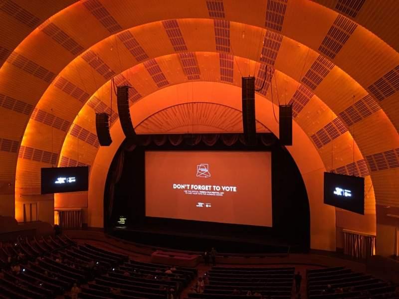 Vista sentada para Radio City Music Hall Secção 2nd Mezzanine 2 Fila A Lugar 211