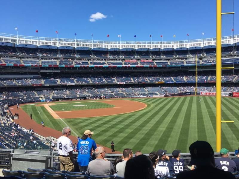 Vista sentada para Yankee Stadium Secção 208 Fila 7 Lugar 13