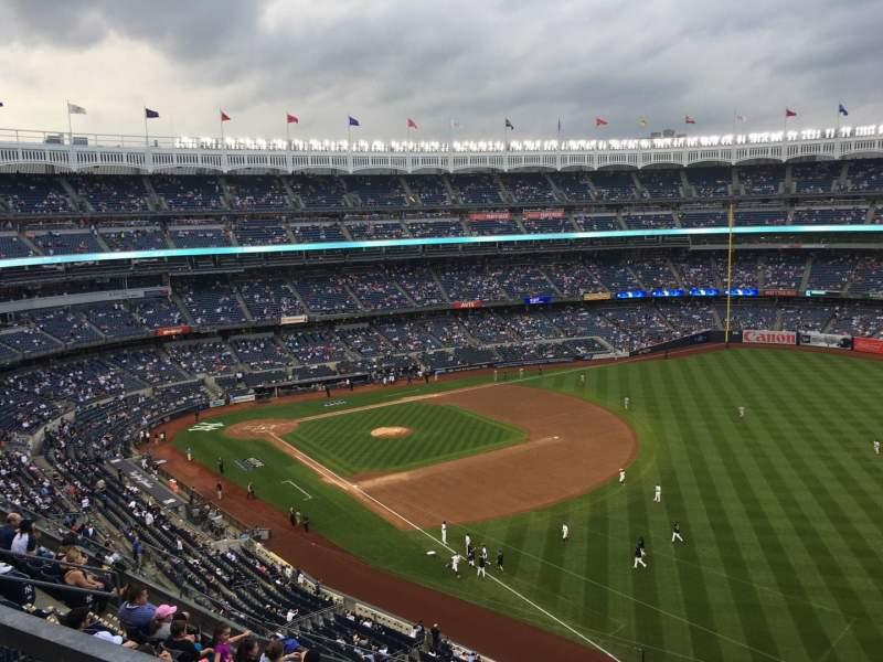 Vista sentada para Yankee Stadium Secção 415 Fila 8 Lugar 9