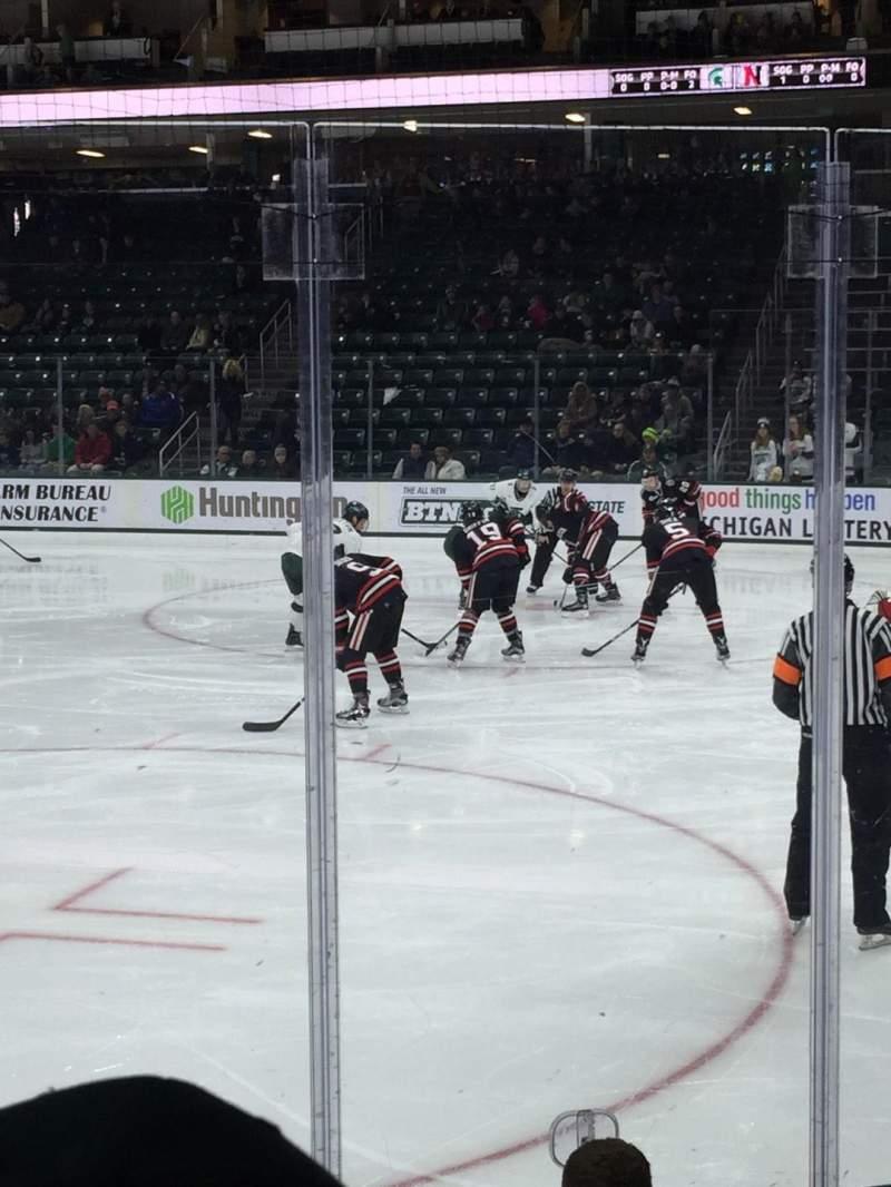 Vista sentada para Munn Ice Arena Secção F Fila 6 Lugar 1