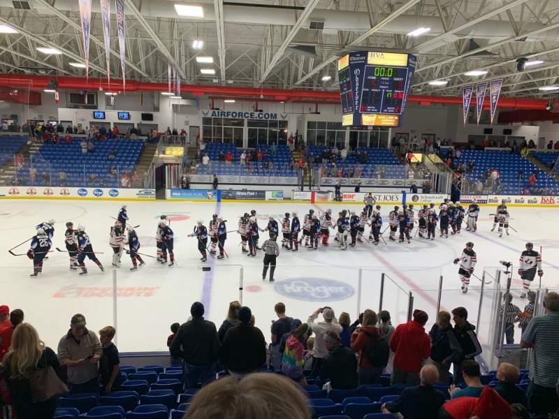 Vista sentada para USA Hockey Arena Secção 113 Fila M Lugar 13