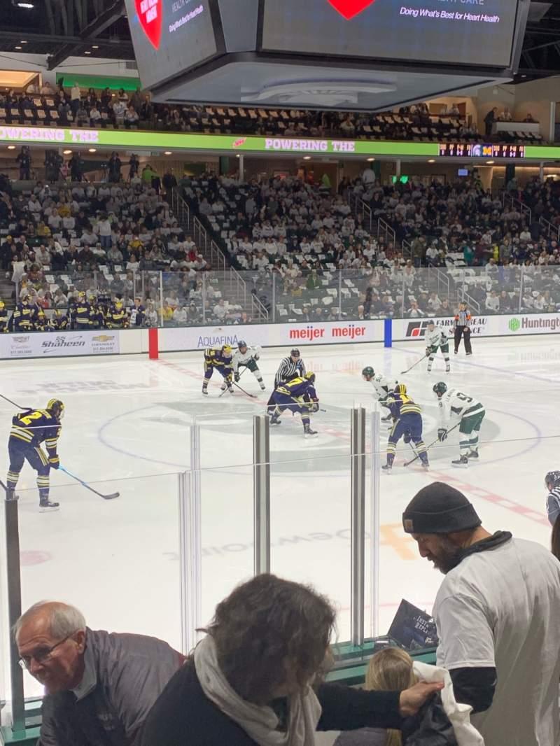 Vista sentada para Munn Ice Arena Secção V Fila 9 Lugar 8