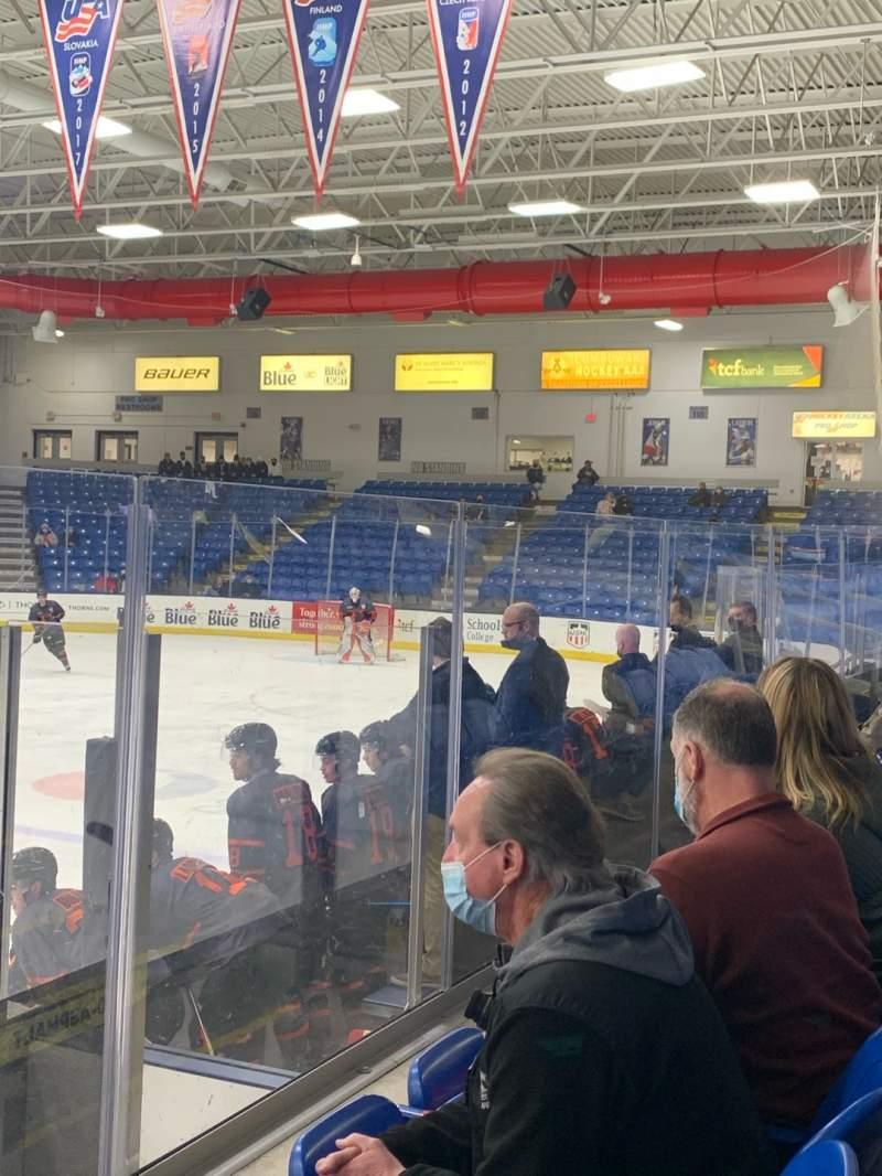 Vista sentada para USA Hockey Arena Secção 103 Fila F Lugar 9